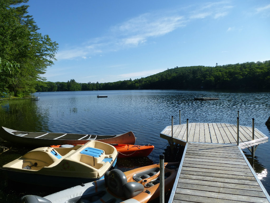 Maine log cabin on lake 3 bed2 bath hot tub privacy for Cabin rentals in maine with hot tub