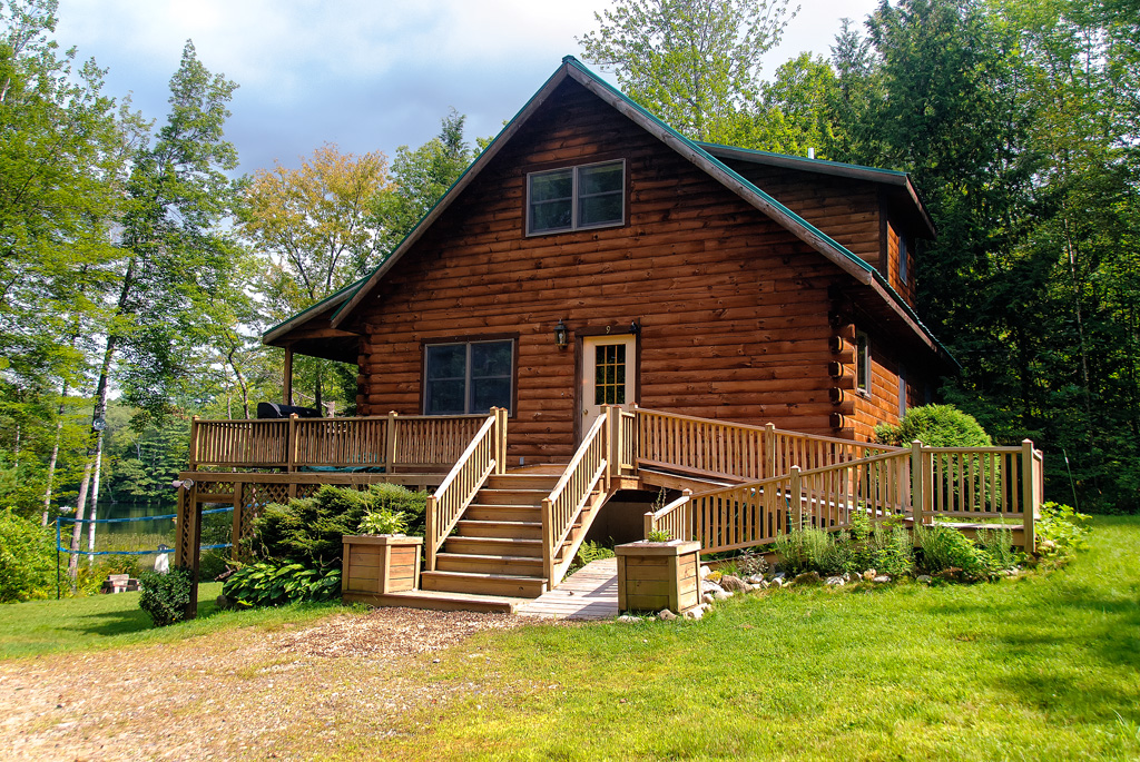 Maine Log Cabin on lake: 3 bed2 bath, hot tub: privacy, peace, best summer  vacation! - Log Cabins For Rent in Farmington